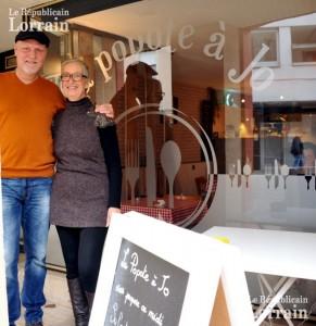 brigitte-et-alain-jominet-prennent-plaisir-a-transmettre-leur-amour-de-la-cuisine-traditionnelle-photo-armand-flohr-1448050899