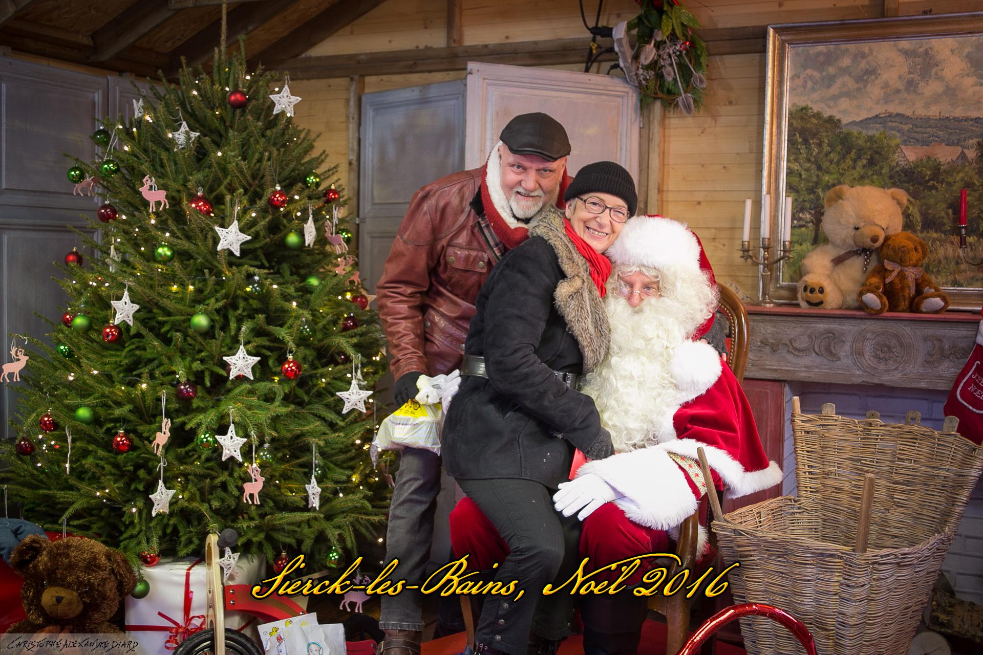 Photos avec le Père-Noël - Village de Noël à Sierck-les-Bains - Noël 2016 - Photos par Christophe Alexandre DIARD - http://www.cadps.fr